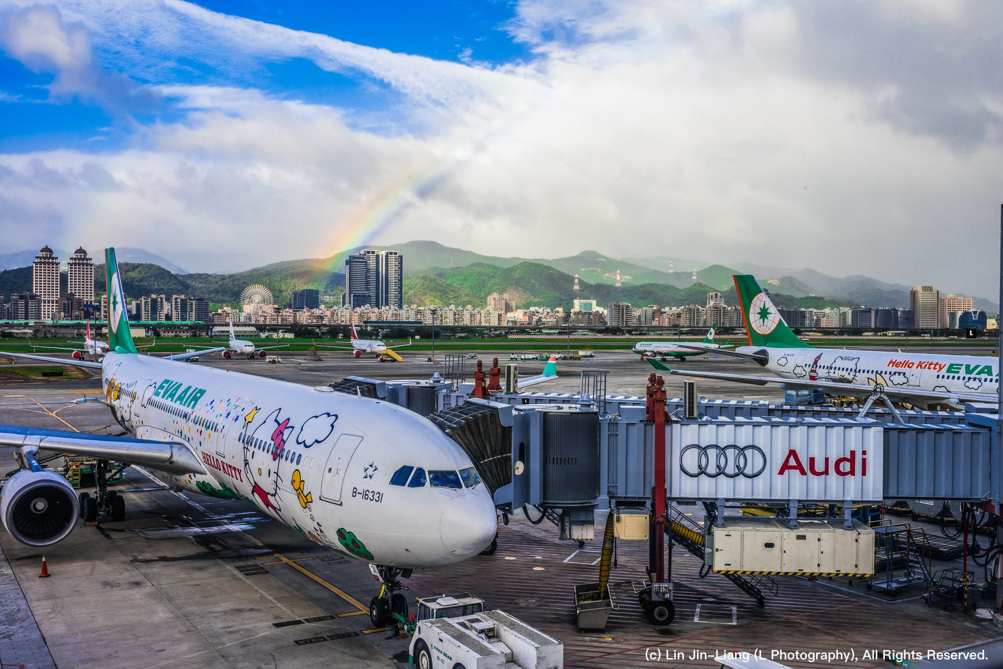 EverGreen Airline Hello Kitty Rainbow Taipei Songshan Airport 長榮航空 彩虹 松山機場