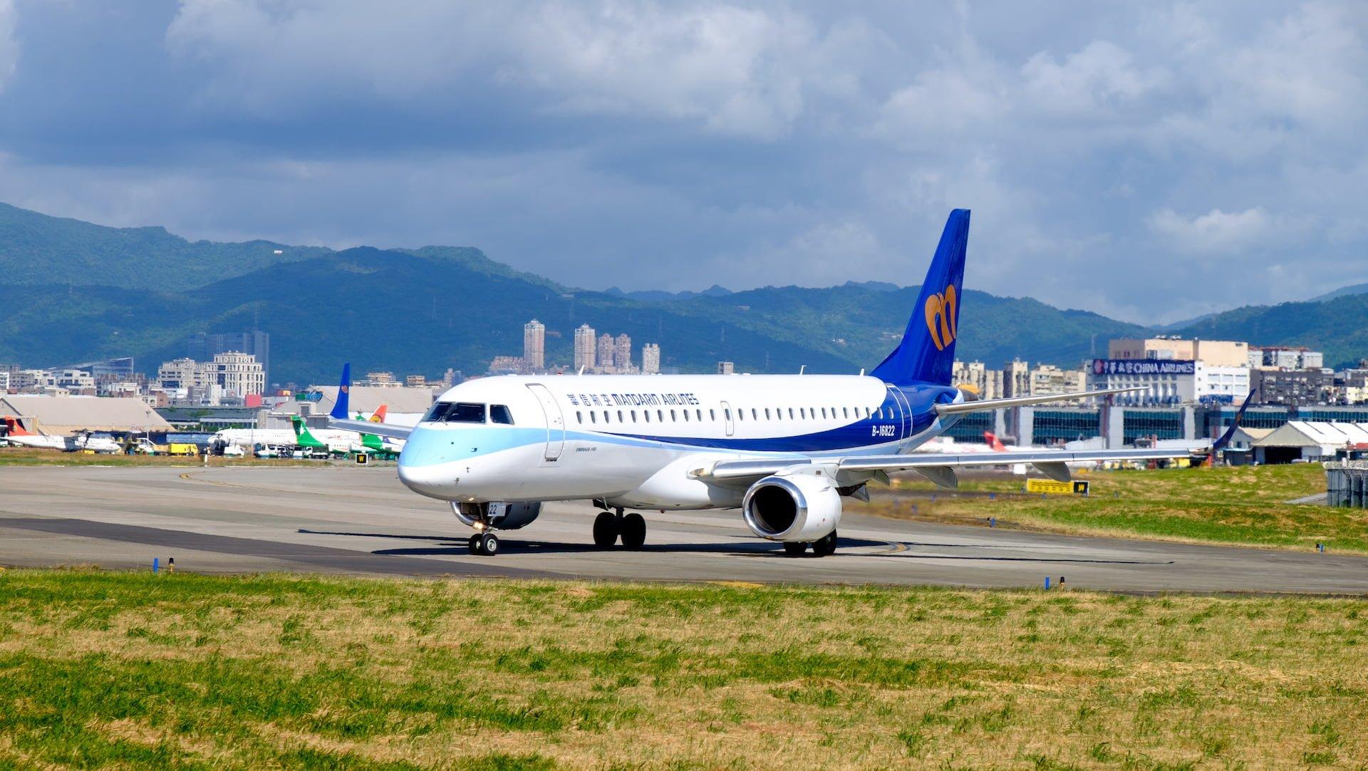 華信航空:臺灣、澎湖、金門聯絡資訊,提供訂位、票務、報到、機場、航班諮詢與行李查詢服務